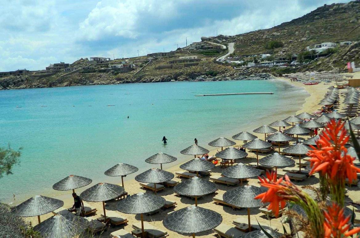 Praias mais lindas do mundo - Praia Super Paradise, na Ilha de Mykonos (Grécia)