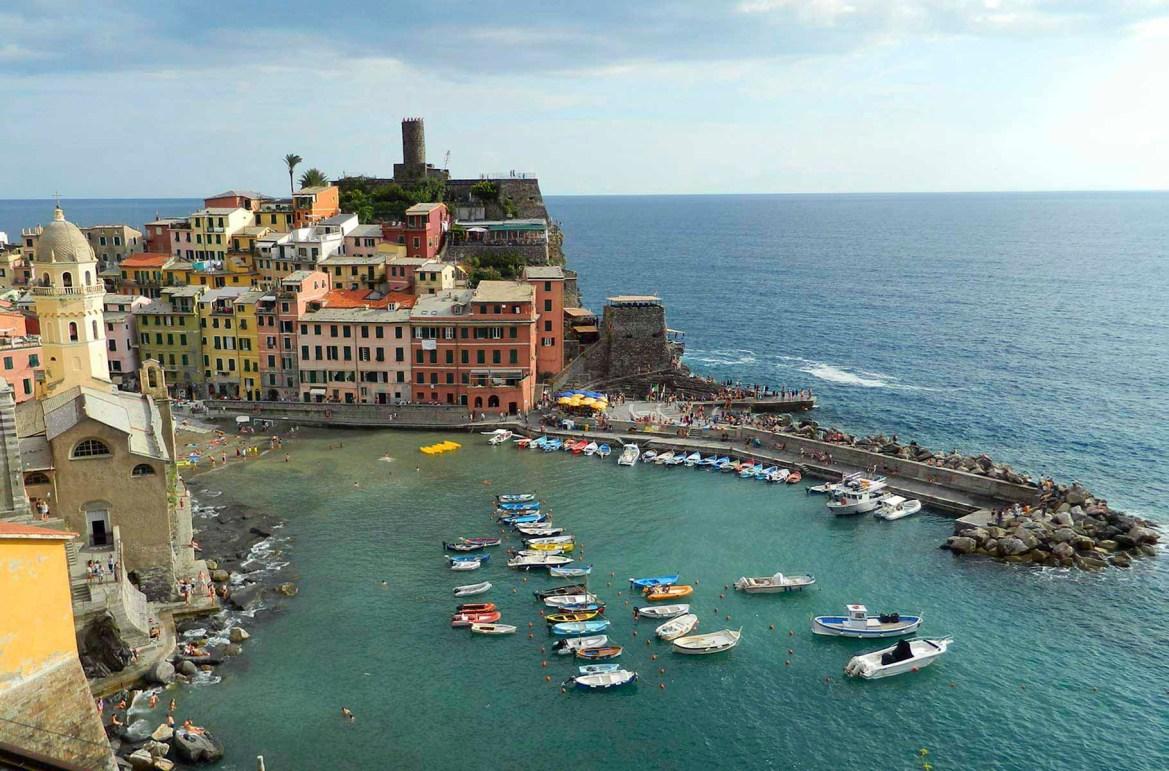 Praias mais lindas do mundo - Vilarejo litorâneo de Vernazza, em Cinque Terre (Itália)