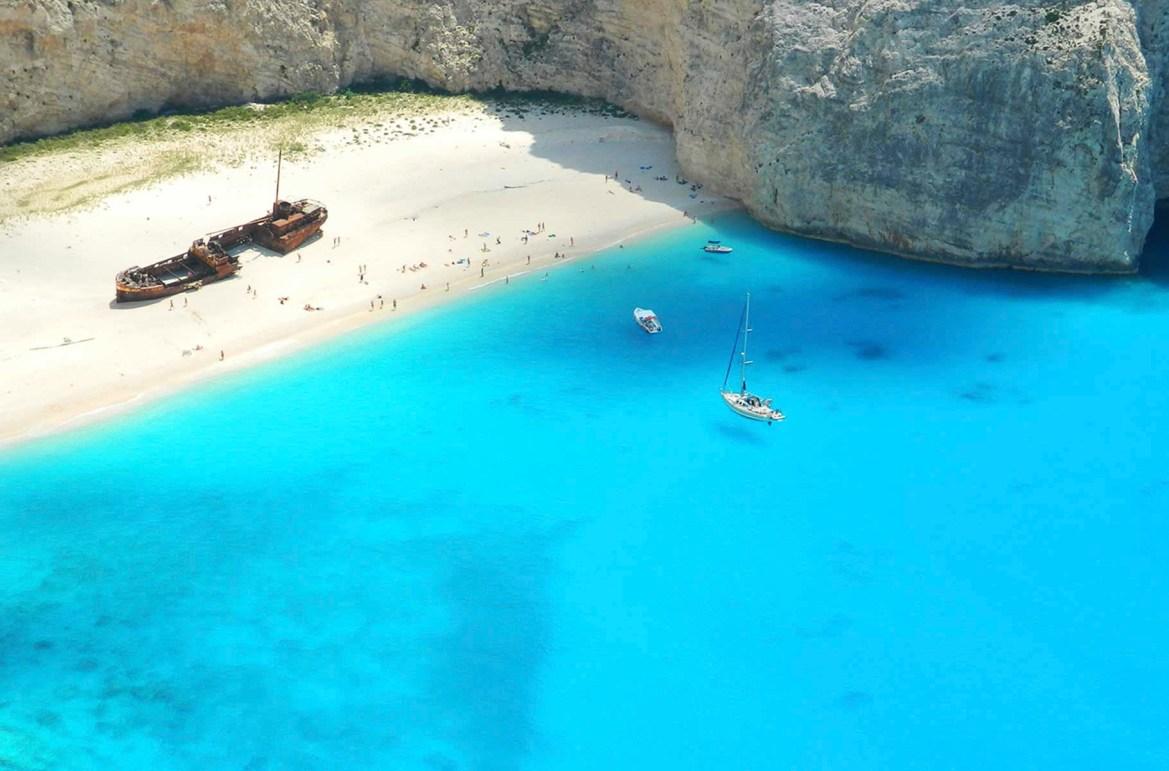 Praias mais lindas do mundo - Navagio Beach, na Ilha de Zakhyntos (Grecia)