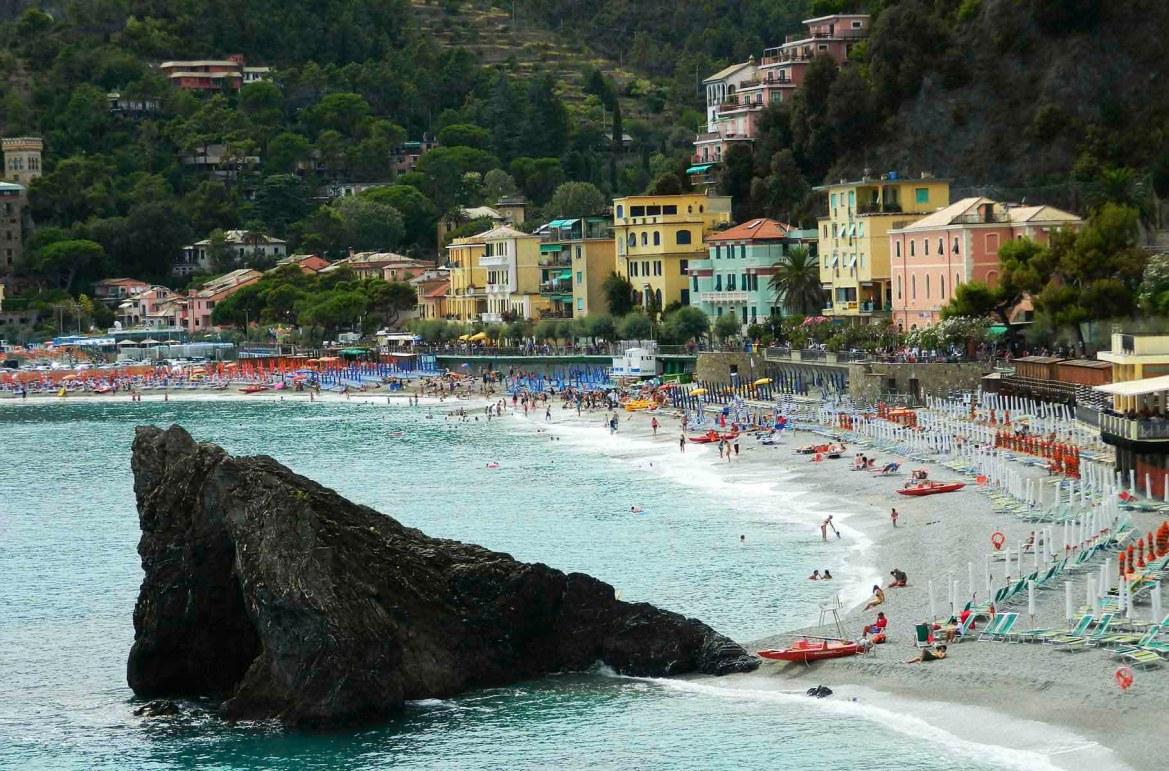 Praias mais lindas do mundo - Vilarejo litorâneo de Monterosso al Mare, em Cinque Terre (Itália)