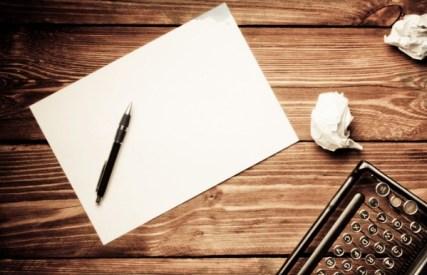 Máquina de Escrever, Papel, Caneta, Rascunhos