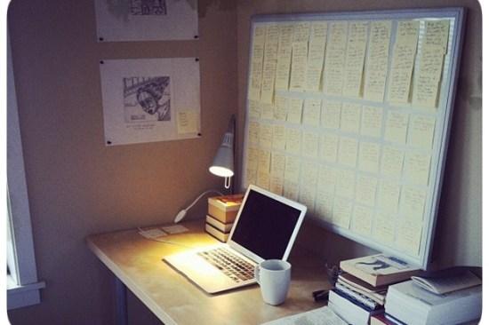 Notebook, Mesa, Roteiro, Livros - Ferramentas de Escritor