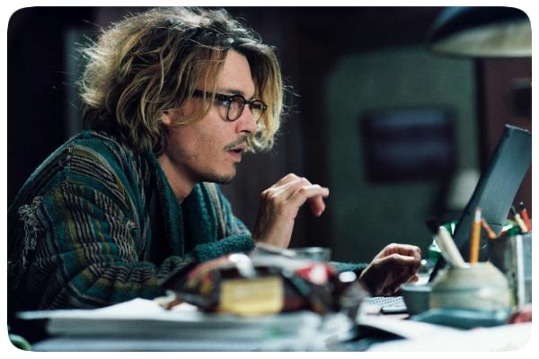 """Johnny Depp em cena do filme """"A Janela Secreta"""""""