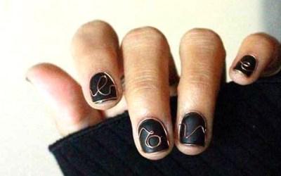 Conoces ya la nueva tendencia de uñas con alambre??