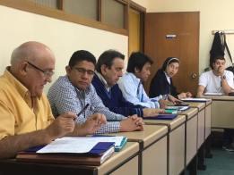 El hermano Felipe explicando los aspectos prácticos del curso