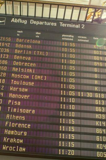 Définition du surbooking : possibilité pour une compagnie aérienne de vendre plus de place que la disponibilité réelle du vol pour optimiser le rendement.