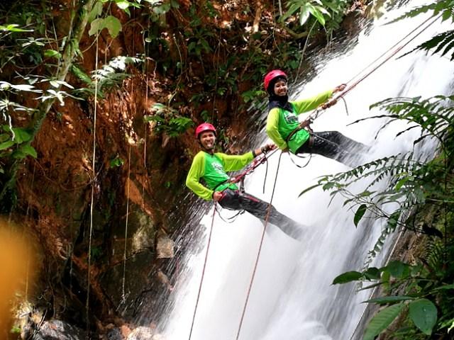 waterfall-abseilling-ulu-geruntum-gopeng-kuala-razial-eshamzhalimdotcom