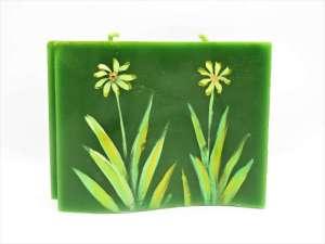 Χειροποίητο αρωματικό Κερί κυματιστό πράσινο ζωγραφική λουλούδια. Διαστάσεις 0,11εκ Χ 0,14εκ.
