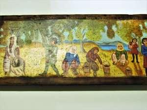 """Χειροποίητη ξύλινη εικόνα """"Το Μάζεμα των Ελαιών στη Μυτιλήνη"""" εμπνευσμένη από Θεόφιλο ζωγραφισμένη στο χέρι. Διαστάσεις 0,24εκ Χ 0,47εκ"""