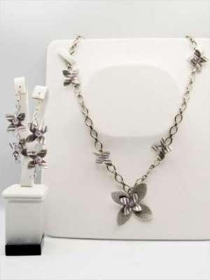 Χειροποίητο Σετ Κολιέ μακρύ και σκουλαρίκια αλυσίδα, ασημί λουλούδια και μωβ κρυσταλλάκια.