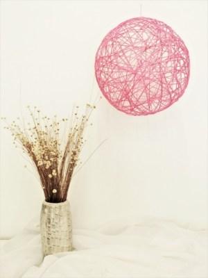 Χειροποίητη διακοσμητική μπάλα φωτιστικό από κορδόνια ροζ. Διάμετρος 23εκ