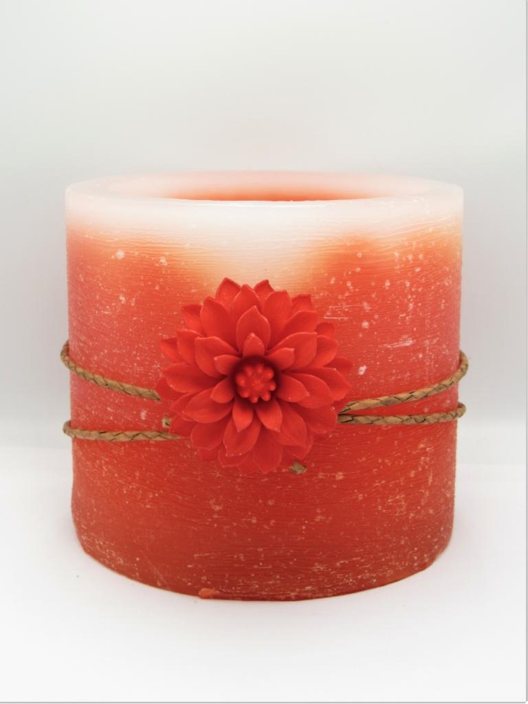 Κερί αρωματικό χειροποίητο φωτιζόμενος κύλινδρος πορτοκαλί με λουλούδι. Διαστάσεις 0,11εκ Χ 0,13εκ