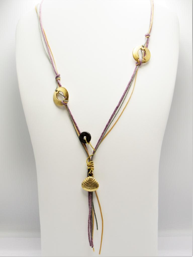 Μακρύ κολιέ κορδόνια κοχύλι με χρυσά στοιχεία και κεραμική χάντρα