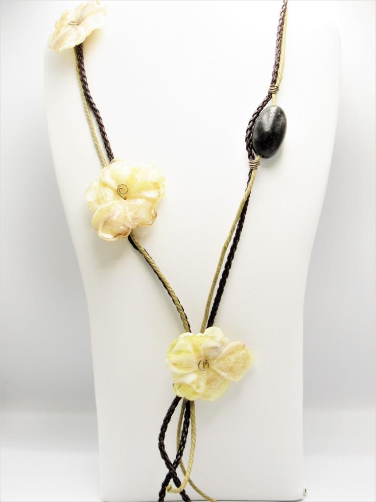 Μακρύ κολιέ κορδόνια λουλούδια με δεσίματα από σύρμα αλπακά