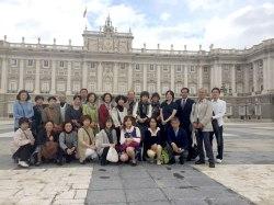Delante del Palacio Real de Madrid