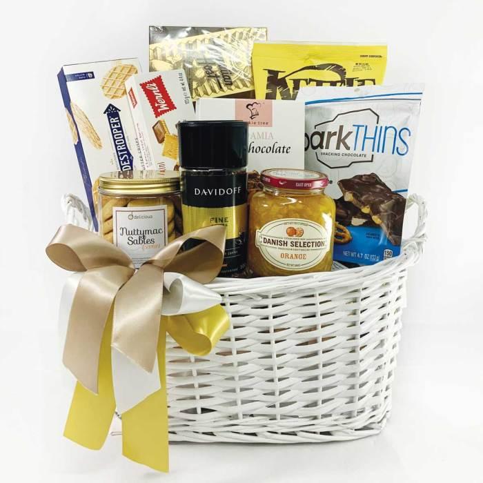 Snacks Basket   Food Hampers   Eska Creative Gifting