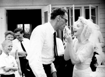 Arthur-Miller-ve-Marilyn-Monroe-evlilik-gunu-1956-2