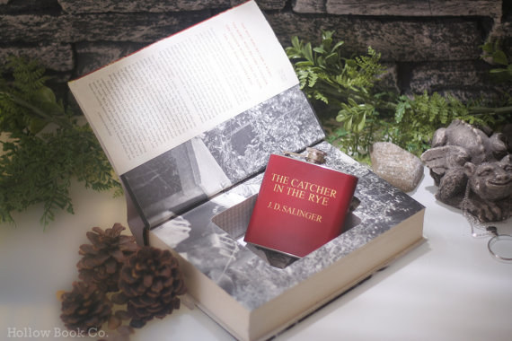 the-catche-in-the-rye-cavdar-tarlasinda-cocuklar-book-safe-with-flask-kitap-ve-sise