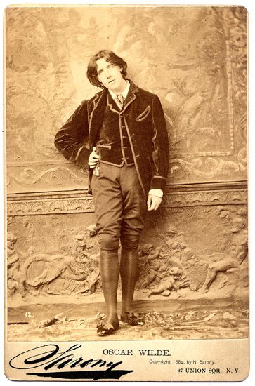 Oscar_Wilde_(1854-1900)_in_New_York,_1882._Picture_by_Napoleon_Sarony_(1821-1896)_4