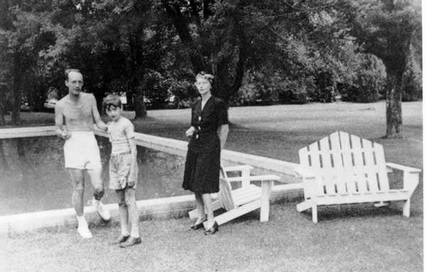Vladimir-Nabokov-Salt-Lake-City-with-son-Dimitri-and-wife-Véra