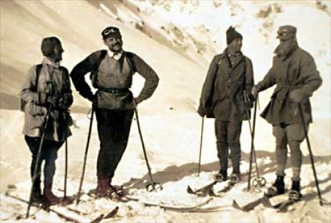 Ernest Hemingway skiing with John Dos Passos in 1926. Mandatory Credit: Hemingway Collection/ JFK Library, Boston /Published: The New York Times on the Web 07/11/99 Books This image is within the public domain PLEASE CONTACT Allan Goodrich, John F. Kennedy Library Boston, Mass. 617-929-4530 FOR MORE IMAGES OF HEMINGWAY.
