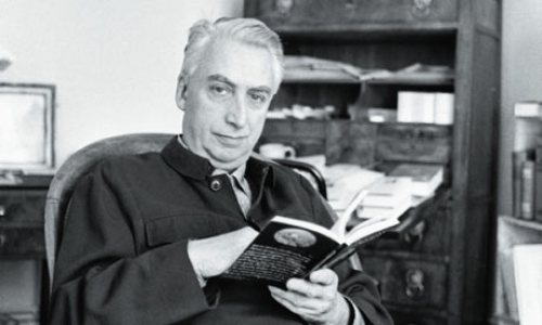 Barthes_reads