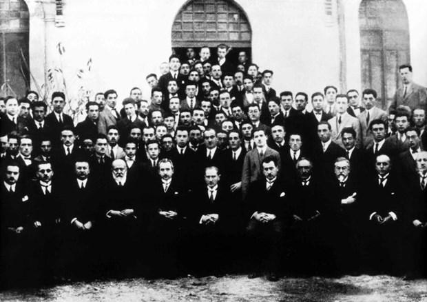 Mustafa-Kemal-Atatuk-un-bilinmeyen-fotografi-16 - Kopya