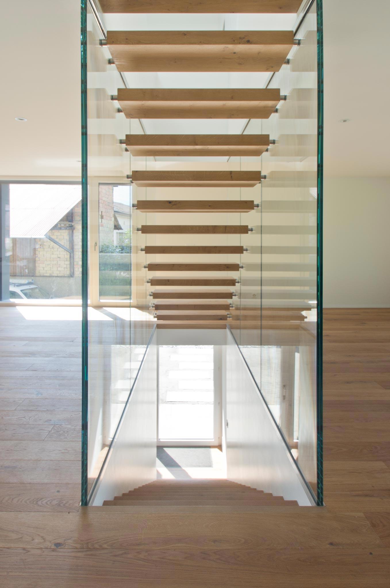 ES Amg escalier vtc 20 05 002 - Montée en transparence