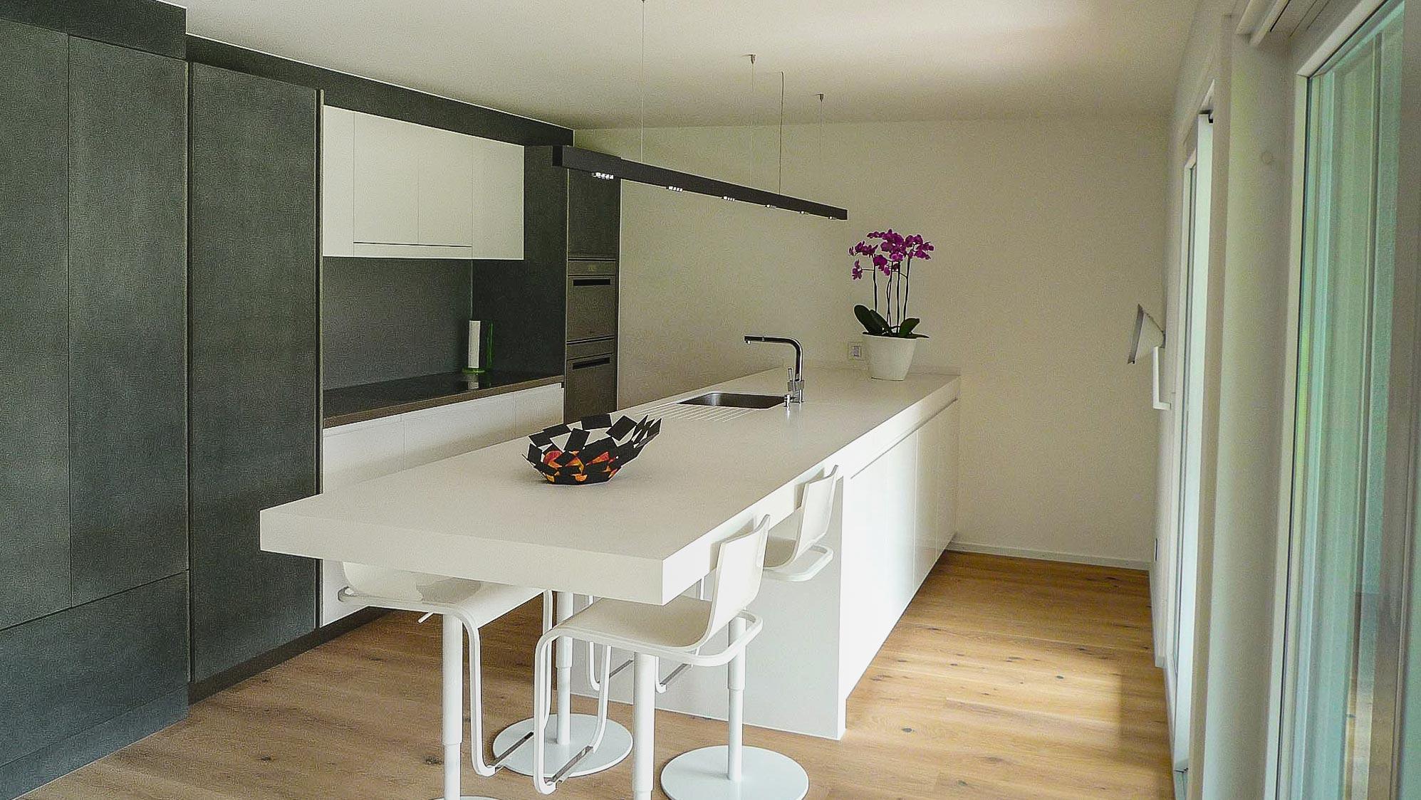 ES Bru 3680 cuisine hor 20 05 018Lr0 - Une cuisine simple et fonctionnelle à Fully (Bj)