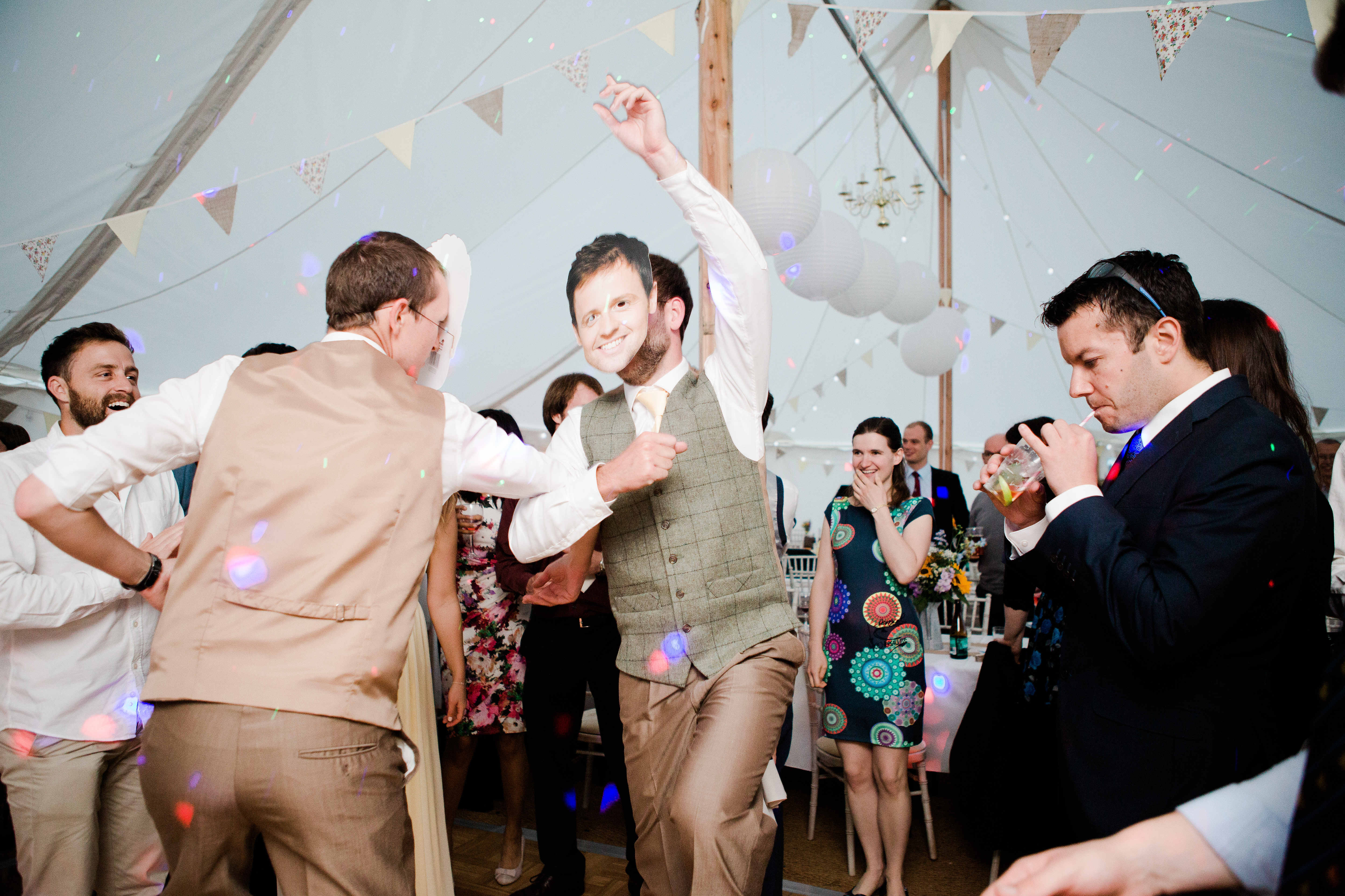 ant and dec take to the dancefloor