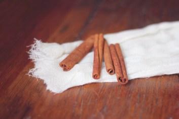 cinnamon-sticks-on-a-cheesecloth