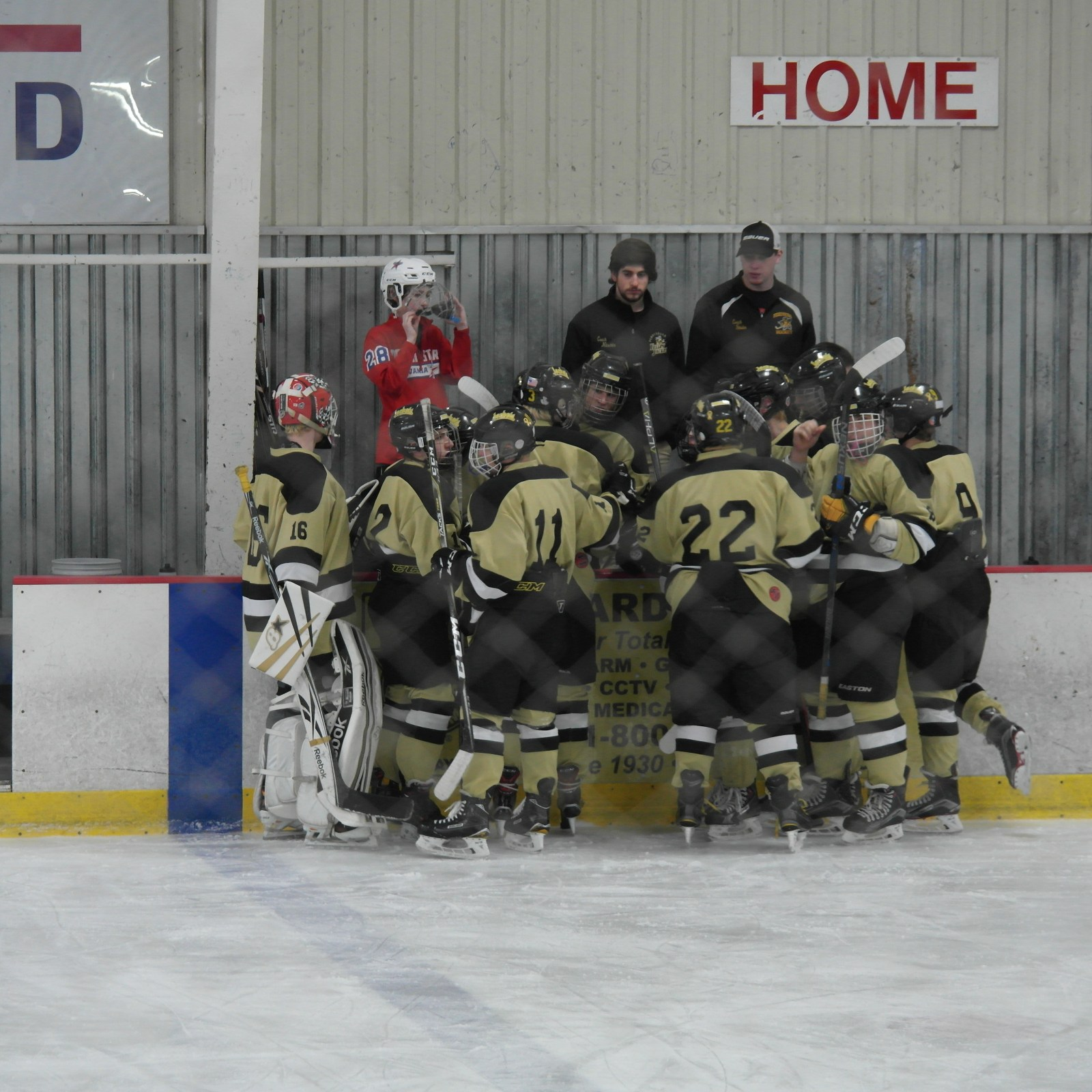 The Jacket Hockey players in a huddle | Picture Credit: Emily Swick