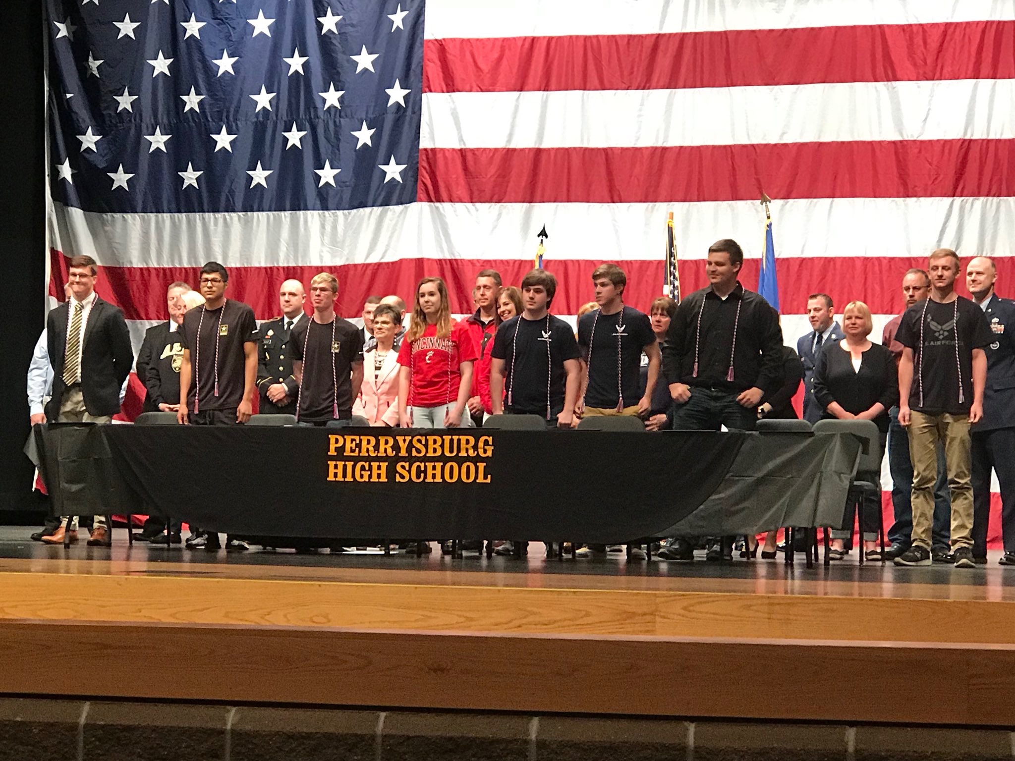 Seniors Sign to Serve Their Country