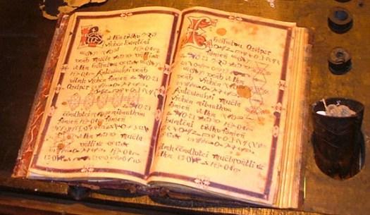https://i1.wp.com/www.esoterya.com/wp-content/uploads/2010/11/libro-degli-incantesimi.jpg?w=525