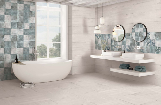 une frise murale dans la salle de bains