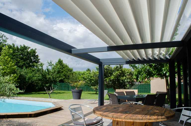 sky lounge the only insulated pergola