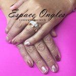 vernis semi permanent avec bijoux sur ongles naturels
