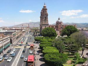 Plaza de los Mártires, Catedral de Morelia y Av. Madero desde el Hotel Virrey de Mendoza