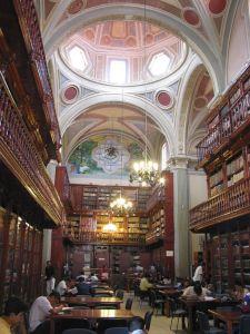 Interior de la Biblioteca Pública Universitaria, antes Templo de la Compañía de Jesús