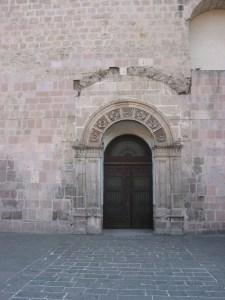 Puerta porciúncula, se nota la modificación en su estructura, antes era la puerta de entrada a la Capilla de Nuestra Señora del Rosario