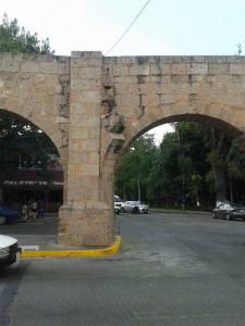 Acueducto en su entronque con Tata Vasco y Calzada Ventura Puente. Fotografía: Jorge Zendejas.