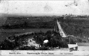 Panorámica del Parque Juárez. La Casa de Cristal se ve abajo a la derecha de la fotografía.