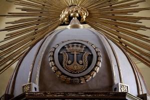 Blasón de la Orden del Carmen en el Altar