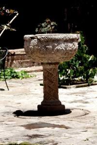 Pila Bautismal en el patio del templo