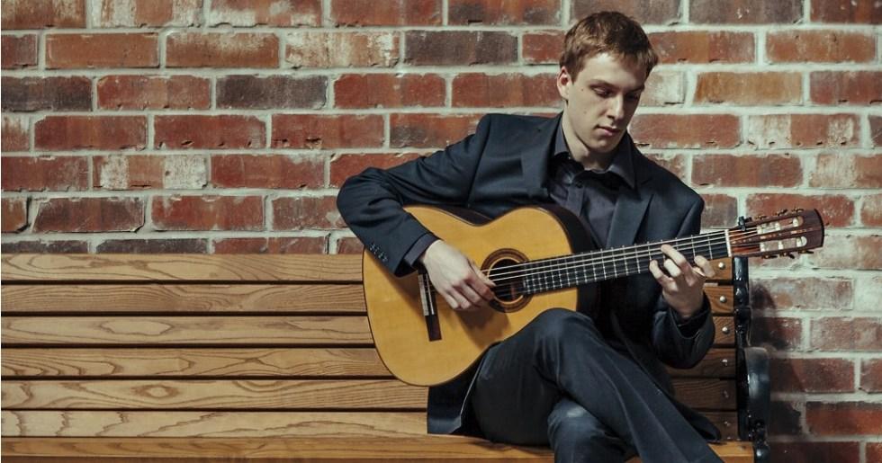 Nicholas Faller, guitarrista clásico de Toronto, tomada de http://www.nickfallerguitar.com/