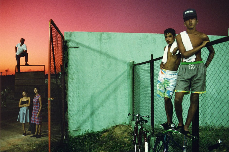 Alex Webb, Sancti Spiritus, 1993 (Boys and Bikes)