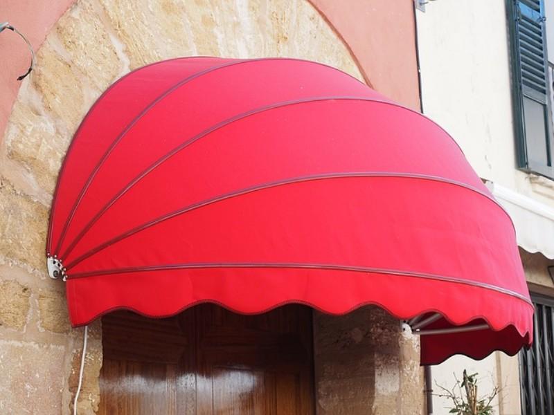 In media i prezzi del lavaggio delle tende da sole si aggirano intorno ai 250 euro, con un costo minimo di 150 euro per arrivare fino a un massimo di 3/400 euro. Come Pulire E Lavare Le Tende Da Sole Esperto In Casa