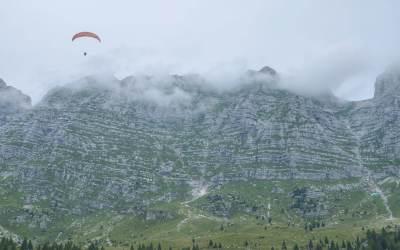 Volo con Parapendio sulla malga Montasio