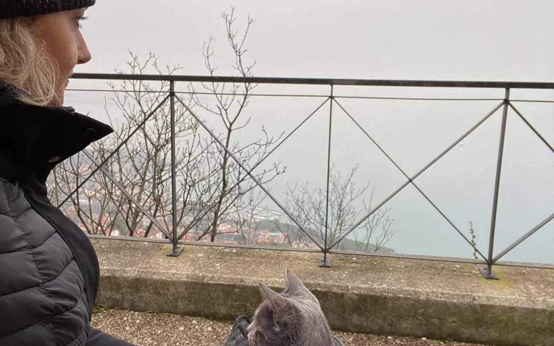 Martina Valentini Marinaz e la sua gattina Dana