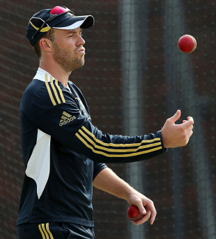 AB de Villiers tosses the ball during practice, Brisbane, November 7, 2012